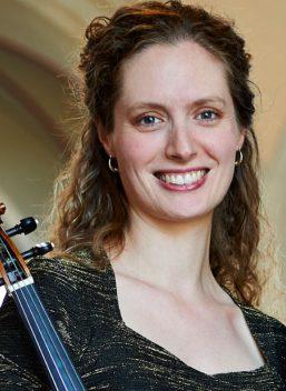 Karina Schmitz, viola